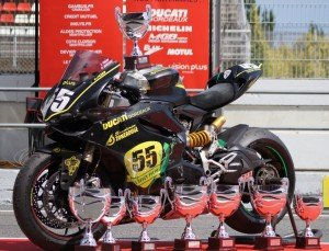 Un article sur le site officiel Ducati, pour le team ScuderiaZoneRouge dans Team 426946_3809079357773_133324094_n-300x229